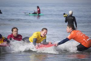 Anna Hackenberg_surfing